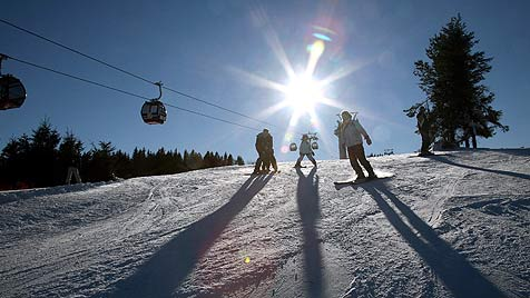 VKI: Enorme Preisunterschiede in Skigebieten (Bild: dpa/Uwe Zucchi)