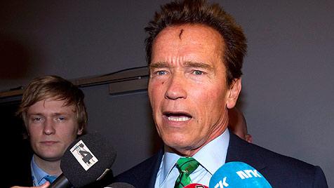 Witherspoon und Schwarzenegger zeigen Wunden (Bild: AP)