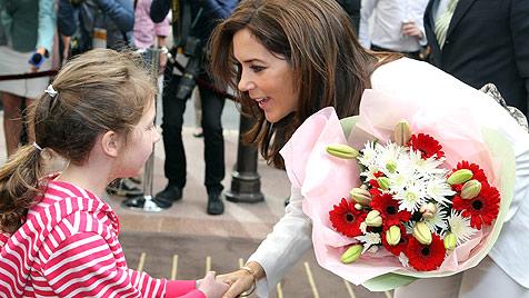 Prinzessin Mary fliegen Australiens Herzen zu (Bild: AP)