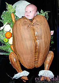Tori Spelling steckt ihre kleine Tochter in Truthahn-Kostüm (Bild: torispelling.com)