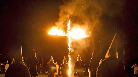 Sympathie für Ku-Klux-Klan: Trump im Kreuzfeuer (Bild: EPA)