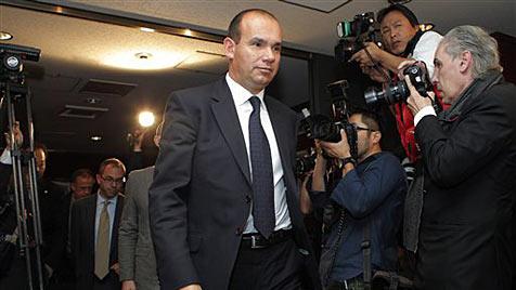 Ex-Olympus-Chef fordert vollständige Aufklärung (Bild: AP)