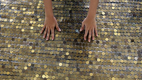 Philippinen: Mehr als 73 Kilometer Münzen gelegt (Bild: EPA)