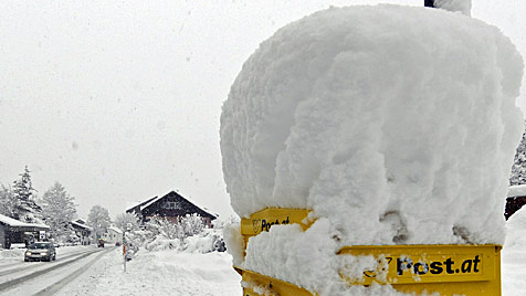 Wintereinbruch in Österreich: Bis zu 50 cm Neuschnee (Bild: APA/ROBERT PARIGGER)