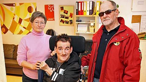 Dieb beklaut Mann im Rollstuhl bei Ausflug in Linz (Bild: Markus Wenzel)