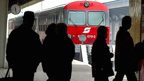 ÖBB stellen acht Bahnstrecken auf Rechtsverkehr um (Bild: APA/Herbert Pfarrhofer)