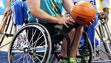 Behinderte Basketballer zittern jetzt um Olympia (Bild: EPA)