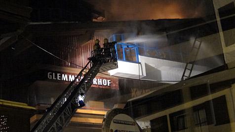 Hotel-Brand in Hinterglemm durch elektrischen Defekt (Bild: APA/WWW.FEUERWEHROBJEKTIV.AT)