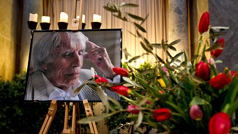 Bewegender Abschied von Johannes Heesters (Bild: EPA)