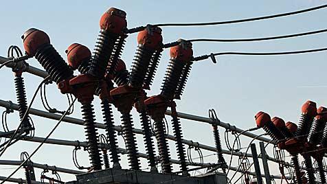 NÖ: Explosion in Umspannwerk sorgt für Stromausfall (Bild: APA/Helmut Fohringer)