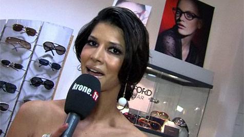 """Klum-Model Micaela Sch�fer zeigte in Wien ihre """"Talente"""" (Bild: krone.tv)"""