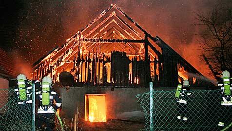 Etliche Großbrände in OÖ und NÖ halten Florianis auf Trab (Bild: APA/FREIWILLIGE FEUERWEHR KREMS)