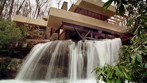 Jolie schenkt Pitt einen Wasserfall zum Geburtstag (Bild: AP)
