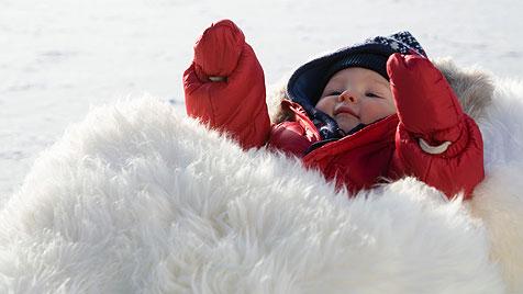 Wie du dein Baby vor eisiger Kälte schützt (Bild: thinkstockphotos.de)