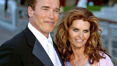 Arnie und Maria tragen angeblich wieder die Eheringe (Bild: dpa/Carsten Rehder)