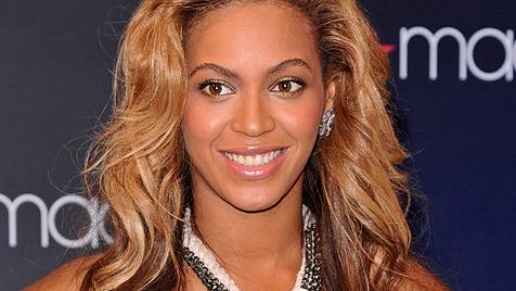 Beyonce hat mit Baby Blue Ivy das Spital verlassen (Bild: AP)