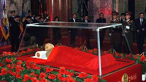 Kim Jong Ils Leichnam wird in Palast ausgestellt