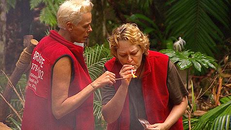Dschungel-Luder Micaela zieht vor Ailton völlig blank (Bild: (c) RTL)