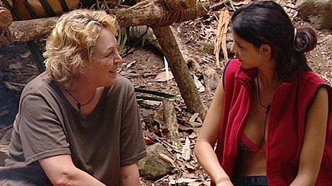 Lesbische Liebe – Micaela will alles von Ramona wissen (Bild: (c) RTL)