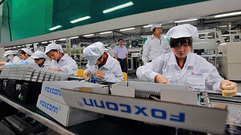 Mehr Lohn für Mitarbeiter von Foxconn in Taiwan (Bild: EPA)
