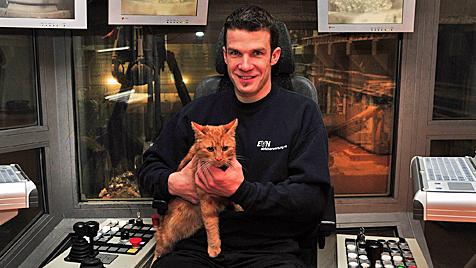 Kranführer rettet in Müllwerk Katze vor sicherem Tod (Bild: Paul Plutsch)