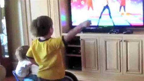 Britneys süßer Sohn Preston tanzt sich zum YouTube-Star (Bild: Zoom.in)