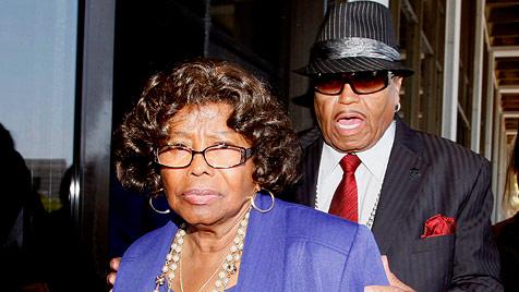 Jackson-Familie zieht Millionen-Forderung zurück (Bild: AP)