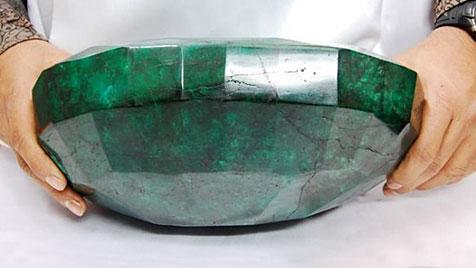 Geschliffener Mega-Smaragd wird in Kanada versteigert (Bild: WesternStarAuctions.com)