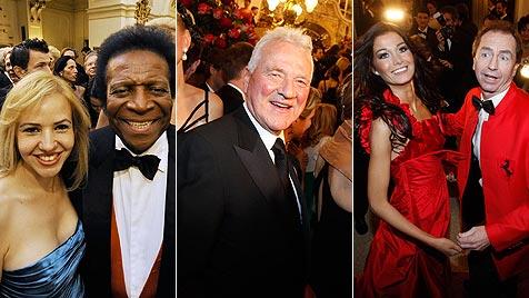 "Miss Austria mit ""Mister Ferrari"" auf der Opernredoute (Bild: APA/MARKUS LEODOLTER, APA/ANDREAS PESSENLEHNER)"