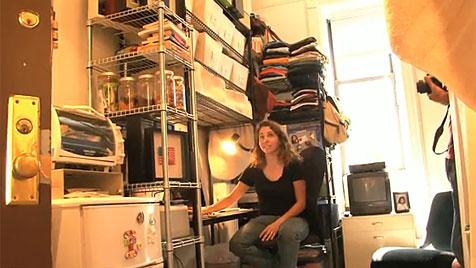 New Yorkerin zieht aus ihrer 8,5-m²-Wohnung aus (Bild: YouTube.com)