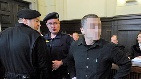 """""""Kettenphantom"""" fasst Höchststrafe von 20 Jahren aus (Bild: APA/HERBERT PFARRHOFER)"""