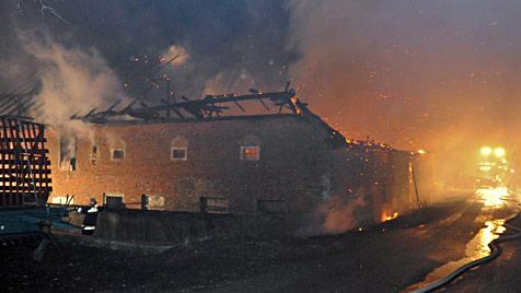 OÖ: Fünf Kinder aus brennendem Bauernhof gerettet (Bild: foto-kerschi.at/Werner Kerschbaummayr)