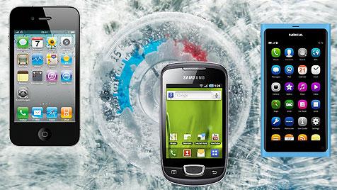 Diese Smartphones trotzen der eisigen Kälte am besten (Bild: thinkstockphotos.de, Apple, Samsung, Nokia, krone.at-Grafik)