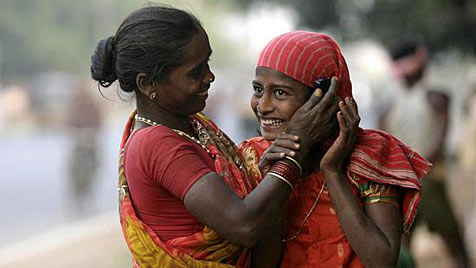 Mehr Haushalte mit Handy als mit Toilette in Indien (Bild: AP)