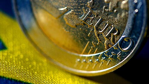 Vertrag f�r neuen Euro-Schirm ESM unterzeichnet (Bild: dpa/Oliver Berg)