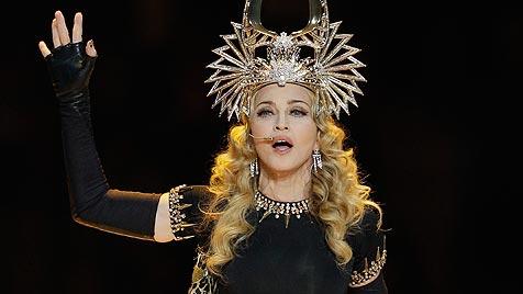 Obszöne Geste bei Madonnas Super-Bowl-Megashow (Bild: AFP, EPA, AP)
