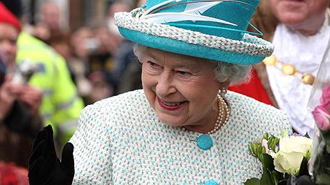 Queen Elizabeth ist zum zweiten Mal Uroma geworden (Bild: dapd)