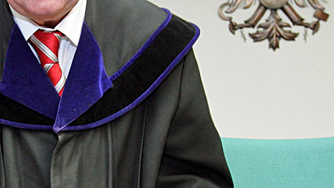 Richter in OÖ brutal attackiert und schwer verletzt (Bild: APA/ROLAND SCHLAGER)
