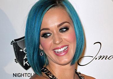Russell Brand rittert um Katy-Perry-Klon Zooey Deschanel (Bild: AFP)