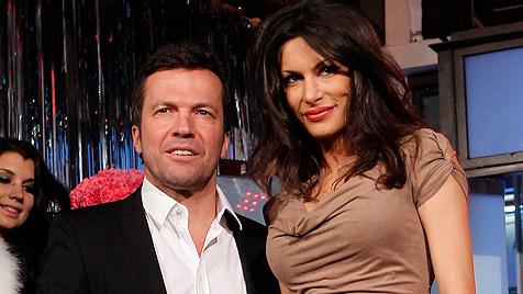 Lothar Matthäus kommt mit Freundin zum Opernball (Bild: dapd)
