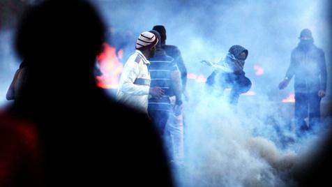 Anonymous greift US-Hersteller von Tränengas an (Bild: AP)