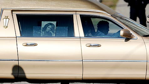 Bewegende Trauerfeier für Whitney Houston (Bild: EPA)