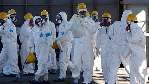 Fukushima: Reporter besuchen Katastrophen-AKW (Bild: EPA)