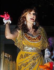 J.Lo mit Lover in Rio, Ferrell als König in New Orleans (Bild: AP)