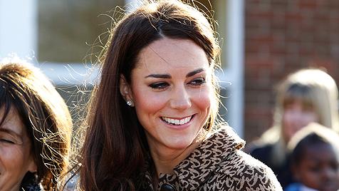 Kinder entlocken Kate den Namen ihres Hündchens