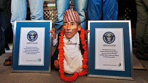 Nepalese ist nun der kleinste Mensch der Welt (Bild: AP)