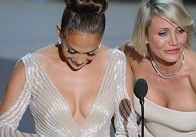 J.Lo entgeht bei Oscar-Verleihung knapp Busenblitzer (Bild: AFP)
