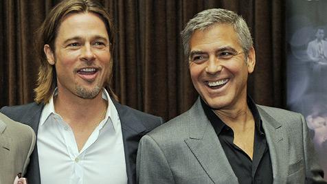 George Clooney mit Brad Pitt für Homo-Ehe auf der Bühne (Bild: AP)