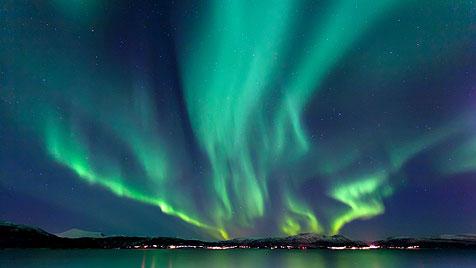 Mit dem Postschiff der Hurtigruten zum Polarkreis (Bild: thinkstockphotos.de)