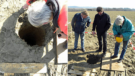 Sechs Meter tiefes Loch in Acker gibt in OÖ  Rätsel auf (Bild: Ernst Vitzthum)